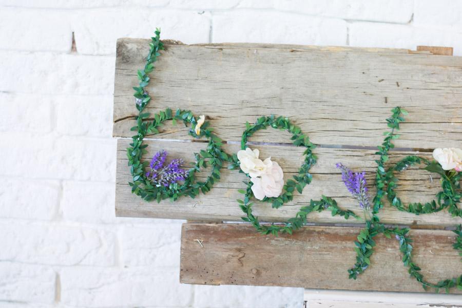 Cartel Madera y flores DIY – La chimenea de las hadas