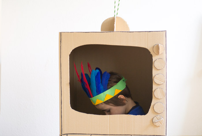 Como hacer una televisión para los niños con una caja