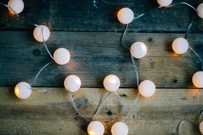 guirnalda de luz con pelotas de ping pong - Guirnaldas De Luces