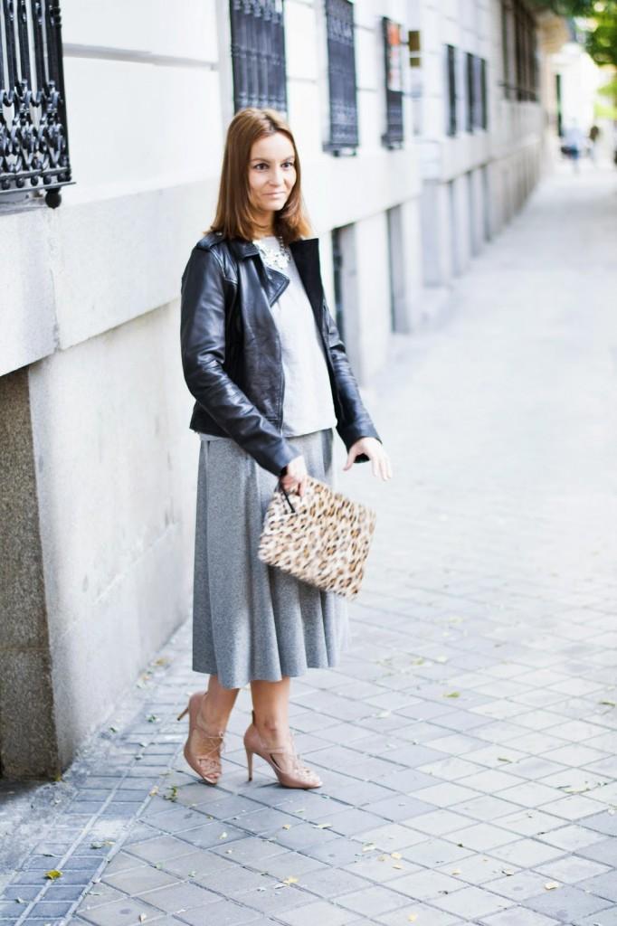 Falda gris midi