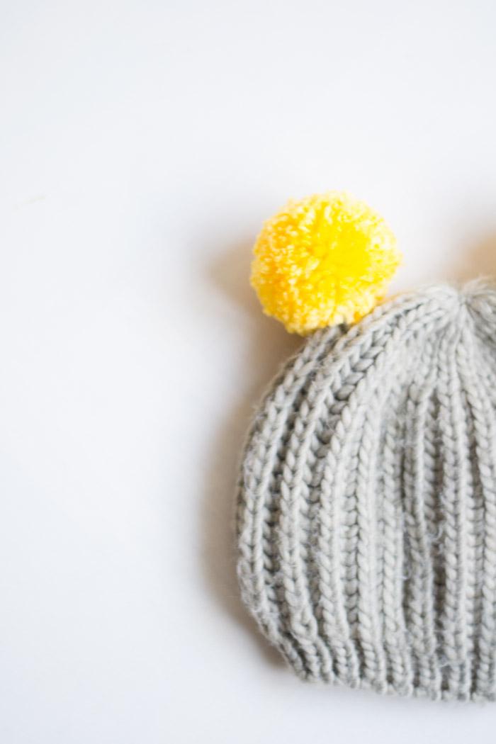 Gorro con pompones DIY exprés